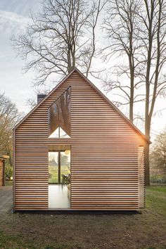thisispaper: Compact cozy Recreation house on the outskirts of Utrecht by Zecc Architects