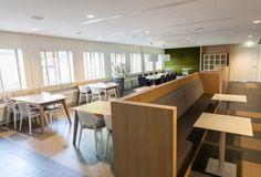 Tafels en Banken in Centraal Bureau Stichting Groenhuysen in Roosendaal   Gerealiseerd in samenwerking met Marijn de Kok