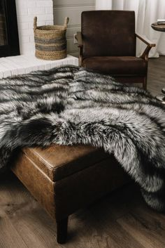 Faux Fur Bedding, Faux Fur Rug, White Faux Fur Throw, Bedroom Inspiration Cozy, Black Bedroom Sets, Black Couches, Fur Decor, Fur Blanket, Bed Styling