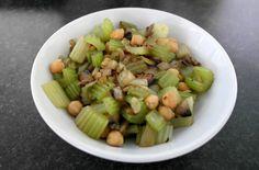 Poêlée céleri, oignons, champignons et pois-chiches – VGL Tofu, Fruit Salad, Celery, Vegetables, Yum Yum, Seeds, Vegetarische Rezepte, Chickpeas, Kitchens