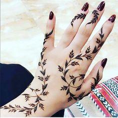 22 Lovely Henna Tattoo Ideas for Women - Secrets of Stylish Women Small Henna Designs, Pretty Henna Designs, Finger Henna Designs, Modern Mehndi Designs, Mehndi Designs For Fingers, Hena Designs, Henna Tattoo Hand, Henna On Leg, Unique Henna