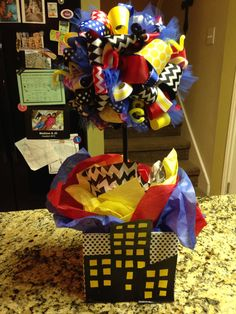really like this idea, i would change some pieces to be pink so it can be more fitting for a girl comic theme Marvel Baby Shower, Superhero Baby Shower, Baby Boy Shower, Book Birthday Parties, Superhero Birthday Party, 4th Birthday, Birthday Ideas, Superhero Centerpiece, Batgirl Party