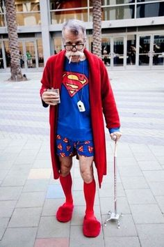 old superman very funny - Funny Christmas Costumes, Funny Christmas Sweaters, Christmas Humor, Old Superman, Humour Geek, Photo Portrait, Advanced Style, Young At Heart, Cosplay