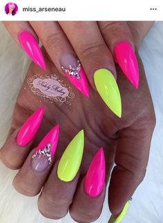 Neon pink and yellow short stiletto nails paznokcie Neon Yellow Nails, Bright Nails, Neon Nails, Glam Nails, Dope Nails, Bling Nails, Stiletto Nails, Neon Nail Designs, Acrylic Nail Designs
