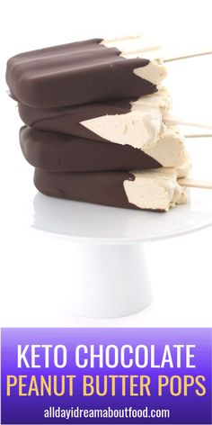 Keto Peanut Butter Popsicles - Bring on the healthy treats for summer! Creamy sugar-free peanut butter ice pops dipped in dark chocolate for a delicious keto treat. Low Sugar Desserts, Frozen Desserts, Healthy Desserts, Frozen Treats, Healthy Treats, Yummy Treats, Healthy Chocolate, Chocolate Recipes, No Carb Recipes