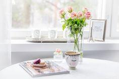 Coffee moment I Morning I Girly lifestyle I Macarons I Pink I Roses