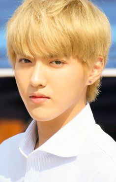 dear wu yifan a.ka. kris.. did you know that whenever i see you, you really leave a smile on my face.. why do i always feel happy after seeing you.. you  always made my day.. -- your fangurl,ms.red..