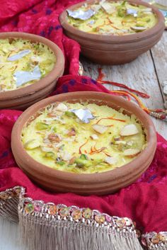 Phirni, a traditional rice custard cooked with milk is flavored in this Kesar Phirni recipe with saffron or kesar. Eid Food, Diwali Food, Indian Dessert Recipes, Indian Sweets, Ethnic Recipes, Indian Recipes, Arabic Sweets, Indian Snacks, Flan