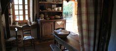 Une maison 18eme au coeur de la fôret dans le limousin, sans eau ni éléctricité, (ni internet) cuisine à la cheminée..