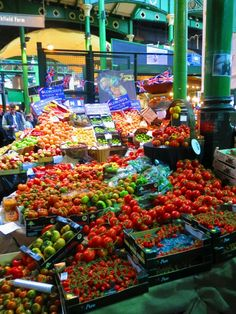 A great market, with fresh juice, spicy soups, traditional English food, and hamburgers. #London