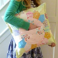 verykerryberry: Petal Pillow with a Pocket Pattern Giveaway