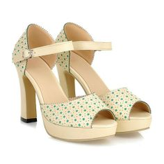 Sweet Women's Sandals With Tiny Floral Print and Chunky Heel Design