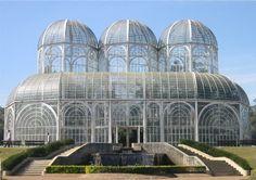 Jardim Botânico e Ópera de Arame, Curitiba, Brasil - Inaugurado em 1991, possui uma área de 245 mil m², e uma estufa inspirada nos palácios de cristal ingleses do século passado. Nela estão expostas plantas de todo o território brasileiro. O projeto é do arquiteto Abrão Assad.