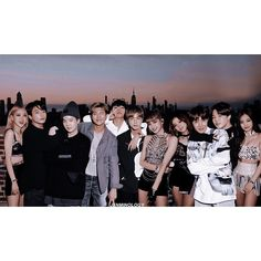 #bangpink Kpop Couples, Cute Couples, Miss Girl, Korean Boys Ulzzang, Lisa Blackpink Wallpaper, Bts Group Photos, Blackpink And Bts, Foto Jungkook, Bts Korea