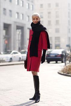 On the Street….San Babila, Milan « The Sartorialist The Sartorialist, London Fashion Weeks, Paris Fashion, Style Fashion, Fade Styles, Stylish Clothes For Women, Advanced Style, Street Chic, Paris Street