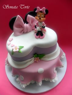 Tartas, Galletas Decoradas y Cupcakes: Miska Mouska Mickey Mouse! Mickey And Minnie Cake, Bolo Minnie, Mickey Cakes, Sweet Cakes, Cute Cakes, Mini Mouse Cake, Friends Cake, Bolo Cake, Specialty Cakes