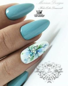 Here is a tutorial for an interesting Christmas nail art Silver glitter on a white background – a very elegant idea to welcome Christmas with style Decoration in a light garland for your Christmas nails Materials and tools needed: base… Continue Reading → Elegant Nails, Stylish Nails, Trendy Nails, Cute Nails, Manicure Nail Designs, Nail Manicure, Perfect Nails, Gorgeous Nails, Hair And Nails