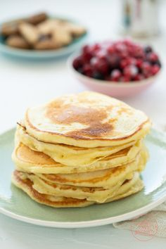 Pancakes The best pancakes (basic recipe) Baking Recipes, Whole Food Recipes, Vegan Protein Bars, Protein Pancakes, Food And Drink, Yummy Food, Snacks, Cooking, Breakfast