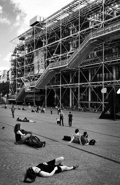 Public space  Centre Georges Pompidou / Renzo Piano - Richard Rogers | Flickr - Photo Sharing!