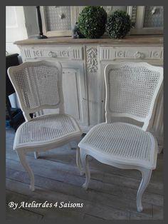 Chaises style Louis XV revisitées dans un esprit maison de famille très tendance. par l'Atelier des 4 saisons
