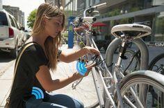 O cadeado Noke, que usa a tecnologia Bluetooth, buscou US$ 100 mil no site de financiamento coletivo Kickstarter e já arrecadou mais que o dobro. Ele só abre com a proximidade do smartphone, que nem precisa ser tirado do bolso, e custa US$ 59, com US$ 15 adicionais para entregas fora dos EUA. No TechTudo, por Aline Jesus.