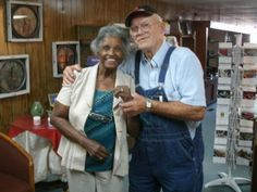Ur never to old to learn love (Sweet couple who met on interracial dating website) Its out there for Interracial Family, Interracial Marriage, Mature Interracial, Mixed Couples, Couples In Love, Black Woman White Man, Black Women, Black White, White Boys
