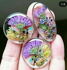 arimi on Insta Epoxy Resin Art, Diy Resin Art, Diy Resin Crafts, Resin Molds, Jewelry Crafts, Uv Resin, Resin Jewelry Making, Resin Flowers, Paper Flowers