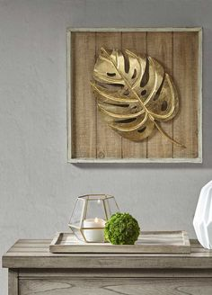 golden Adam's rib leaf pinned to a rustic wooden board goldenes Adamsrippenblatt an einem rustikalen Holzbrett befestigt, # Metal Wall Decor, Diy Wall Art, Metal Wall Art, Wood Art, Wall Art Decor, Home Crafts, Diy And Crafts, Office Deco, Leaf Art