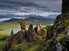 Trotternish Peninsula, Isle of Skye, Scotland Reminds me of the beautiful landscape, in New Zealand, that Peter Jackson used when filming the Lord of the Rings.