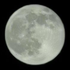 Poză la lună cu telefonul și tremuratul natural de mână.📱Huawei Mate 20 Pro