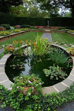 Large gardens give you the benefit the ample space to implement your ideas and all you need to do is to design wisely to get a beautiful garden. There are various ways by which you can make your ga…
