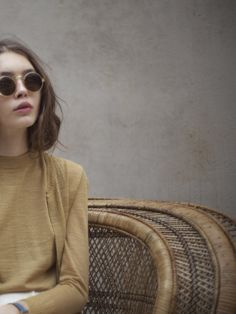 There is 0 tip to buy mustard, round sunglasses, mustard sweater, fine knit jumper, grunge sunglasses. Help by posting a tip if you know where to get one of these clothes. Look Fashion, Fashion Beauty, Womens Fashion, Simply Fashion, Net Fashion, Fashion Outfits, Grunge Fashion, Modest Fashion, Stylish Outfits