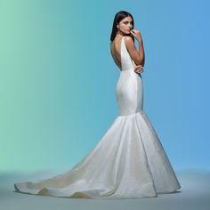 Sleeveless V-neckline Simple Mermaid Wedding Dress on Kleinfeld Bridal Lazaro Dresses, Lazaro Wedding Dress, Lazaro Bridal, Lace Mermaid Wedding Dress, Mermaid Gown, Mermaid Dresses, Dream Wedding Dresses, Bridal Gowns, Wedding Gowns