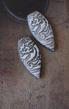 2 pendentifs connecteurs asiatiques - fimo - pendentif de style Japonisant dragon - style vintage - zen - argile polymère - rustique