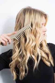 Pin for Later: 5 Fehler, die Frauen mit langen Haaren begehen Fehler Nr. 1: Haare im trockenen Zustand entwirren