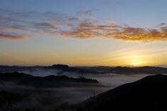 Feuriger Sonnenaufgang am Tahora Sattel - Forgotten World Highway - Neuseeland Nordinsel