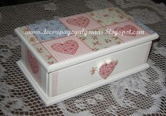 Decoupage, y algo más... Decoupage Tutorial, Decoupage Vintage, Decoupage Paper, Diy Storage, Storage Boxes, Peacock Centerpieces, Decoupage Furniture, Country Paintings, Jewellery Boxes