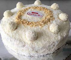 Afgelopen weken zo vaak de Raffaello taart gemaakt, het is en blijft heerlijk!!! Dikke aanrader voor alle mensen die van Raffaello's houden. Deze tekst i.c.m. de foto's moet het duidelijk zijn. Het is simpel maar Birthday Snacks, Piece Of Cakes, High Tea, No Bake Desserts, Deli, Trifle, Vanilla Cake, Fondant, Deserts