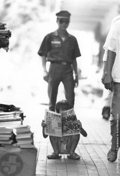 A Vietnamese child reads a comic bought for him by a Vietnamese soldier Kids Reading, A Comics, Wonders Of The World, Vietnam, Earth, Children, Photos, Photography, Inspiration