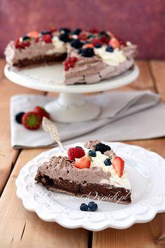 Czekoladowa Pavlova Meringue Pavlova, Food Cakes, Cake Recipes, Cooking Recipes, Sweet, Merengue, Bakken, Biscuits, Cake Ideas