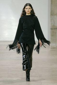 The complete Ellery Fall 2017 Ready-to-Wear fashion show now on Vogue Runway. Fashion Week, Fashion 2017, Runway Fashion, Fashion Outfits, Womens Fashion, Fashion Trends, Paris Fashion, Fashion Inspiration, All Black Fashion