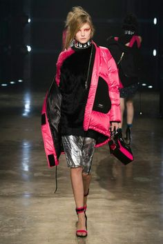 Versus Versace (Roos Abels)