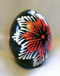 I suppose this should be with the other flowers, but it is such an exuberant one, I though tit should have a place of honor of its own Egg Rock, Incredible Eggs, Polish Easter, Rock Flowers, Feather Painting, Rock Painting, Easter Egg Designs, Ukrainian Easter Eggs, Easter Egg Crafts