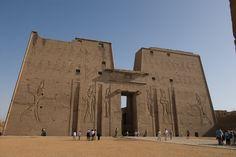 Viaggi in Egitto, il Tempio di Edfu http://www.italiano.maydoumtravel.com/Pacchetti-viaggi-in-Egitto/4/0/