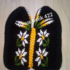 Teachers Pet, Crochet Decoration, Tunisian Crochet, Baby Knitting Patterns, Baby Booties, Winter Hats, Beanie, Booty, Instagram