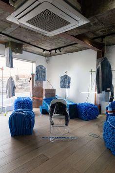 STUDIO UNRAVEL(스튜디오언라벨) SJYP WAREHOUSE 2018 S/F PRESENTATION Hall Interior, Interior Concept, Retail Interior, Interior And Exterior, Interior Design, Pop Design, Display Design, Window Display Retail, Retail Displays