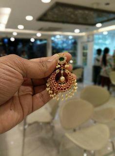 Chand Bali Earrings Gold, Gold Jhumka Earrings, Jewelry Design Earrings, Gold Earrings Designs, Gold Jewellery Design, Jewelry Stand, Real Gold Jewelry, Gold Jewelry Simple, Simple Necklace