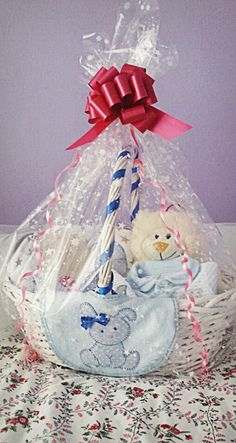 Nueva canastilla Christmas Ornaments, Holiday Decor, Home Decor, Layette, Baskets, Xmas Ornaments, Homemade Home Decor, Christmas Jewelry, Christmas Ornament