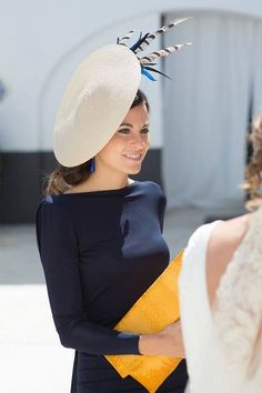 Choose a side bun for a smaller hat - Beauty tips for mother of the bride