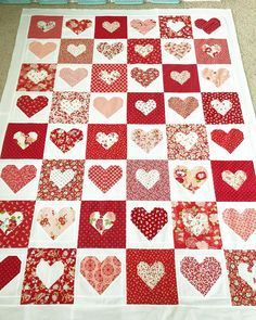 Valentine Day Crafts, Valentines, Black And White Quilts, Star Quilt Patterns, Valentine's Day Diy, Mini Quilts, Quilt Making, Quilting Projects, Quilt Blocks